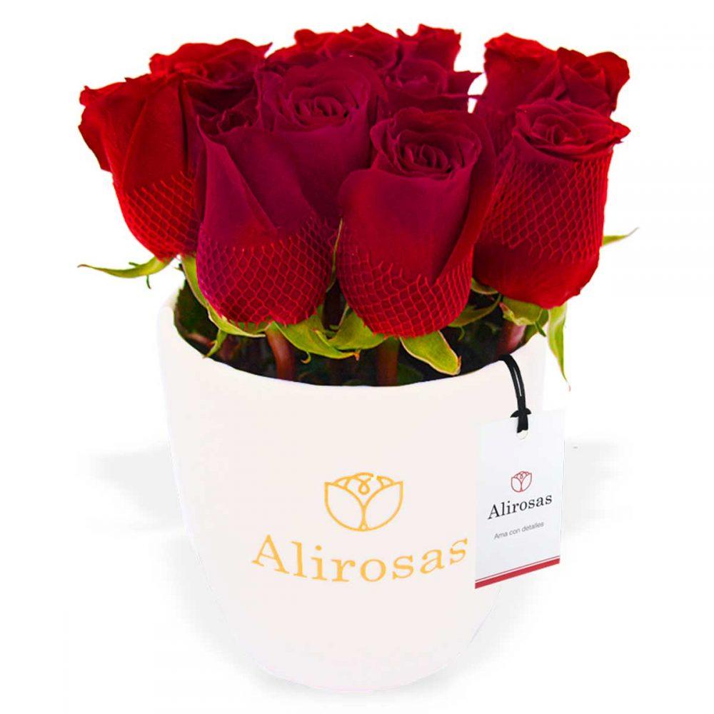 Florero blanco de 12 rosas